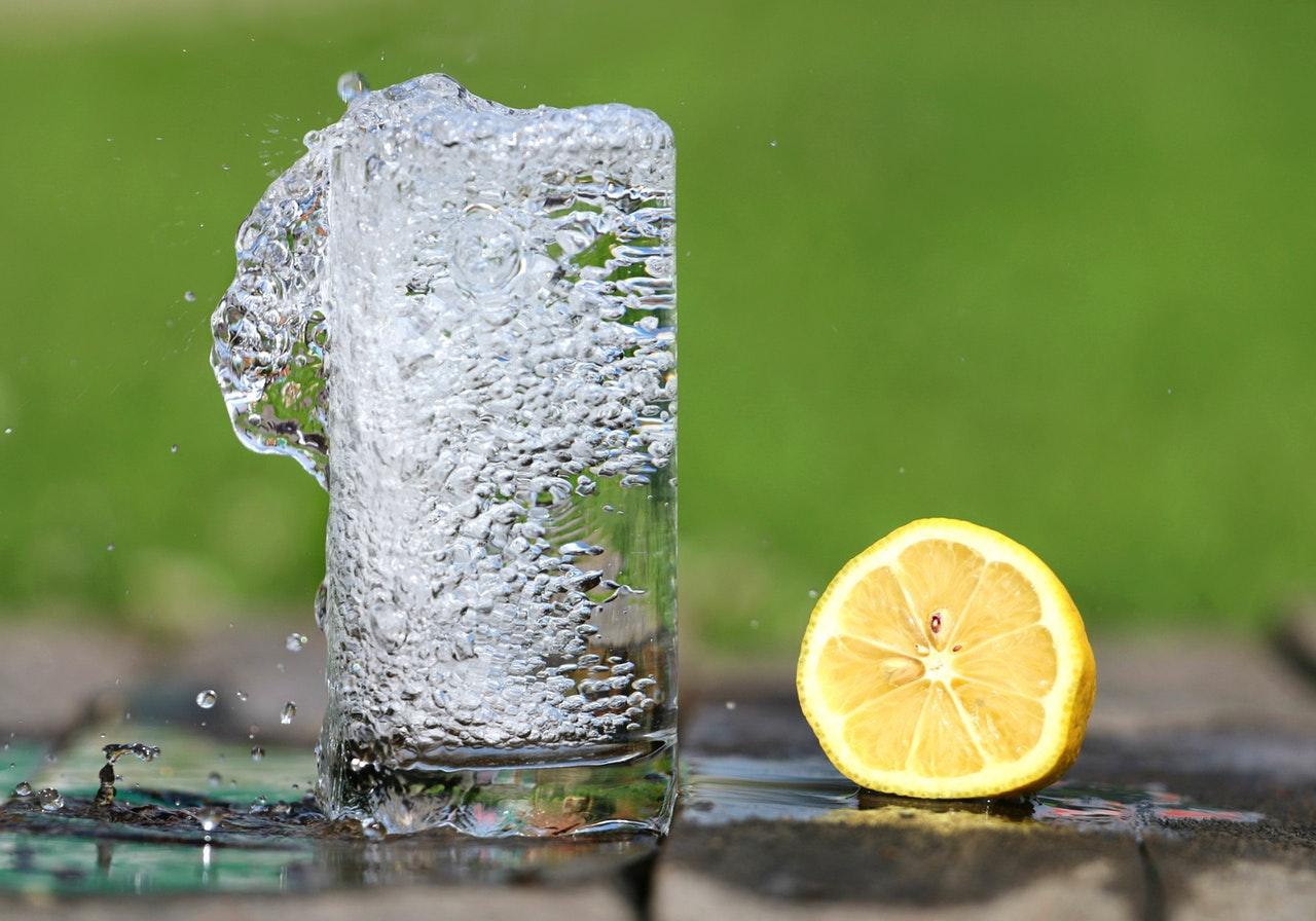 Agua con Limón | Beneficios y Hábitos Saludables.