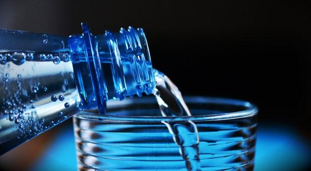Hábitos de beber 2 litros de agua al día