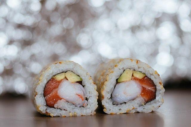 Sushi comida japonesa repleta de Beneficios